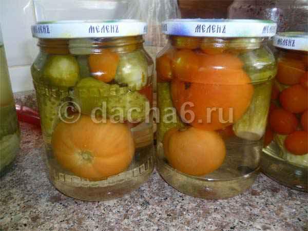 Маринованные огурцы с помидорами на зиму вкусные